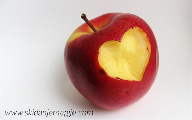 vračanje sa jabukom